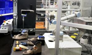 ROBOshoe assembling line by Robots