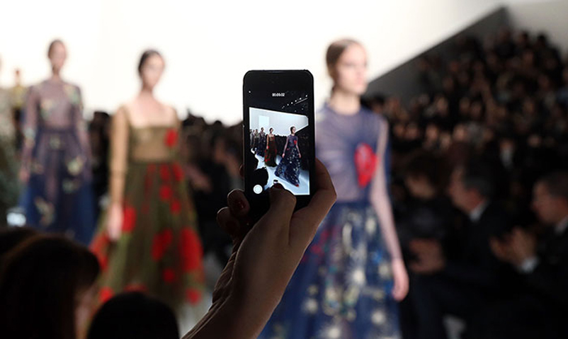 all-you-need-to-know-about-the-see-now-buy-now-in-the-fashion-industry-4