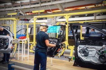 Volvo-Cars-Microsoft-HoloLens-experience_03-1-1024x683